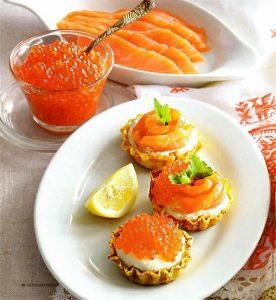 Красная рыба и яйца