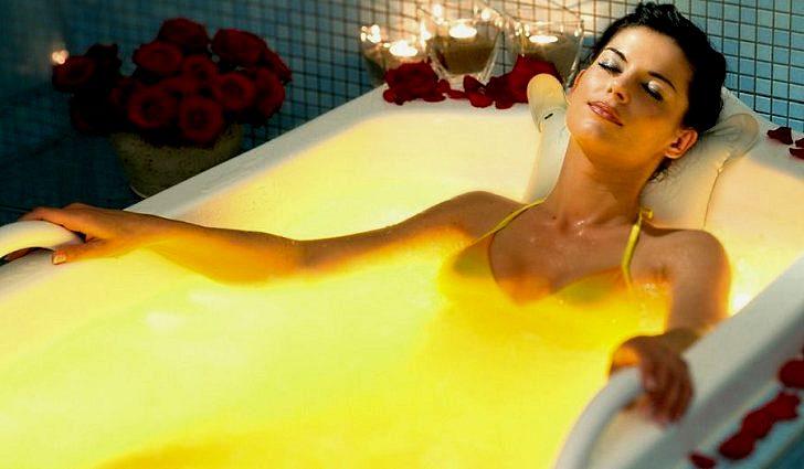 Прием ванн с желтой скипидарной смесью