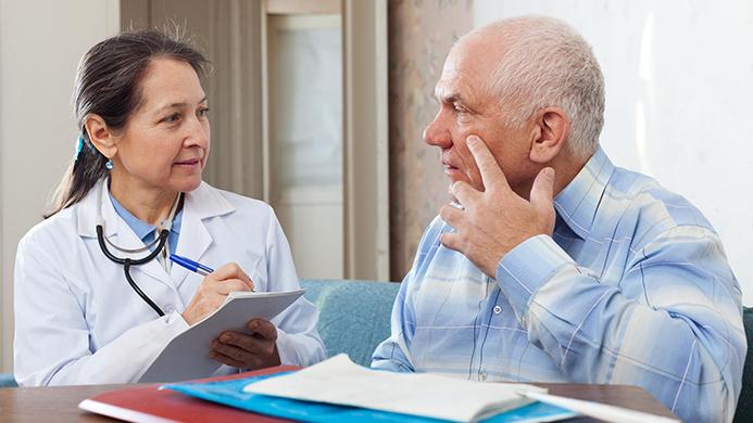 На приеме у врача при высоком нижнем артериальном давлении