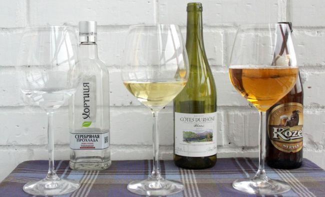 водка, вино и пиво в бокалах