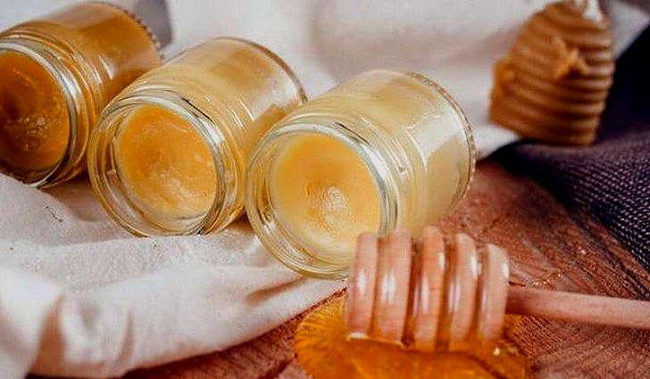 Воск, растительное масло и яйцо для лечения отита