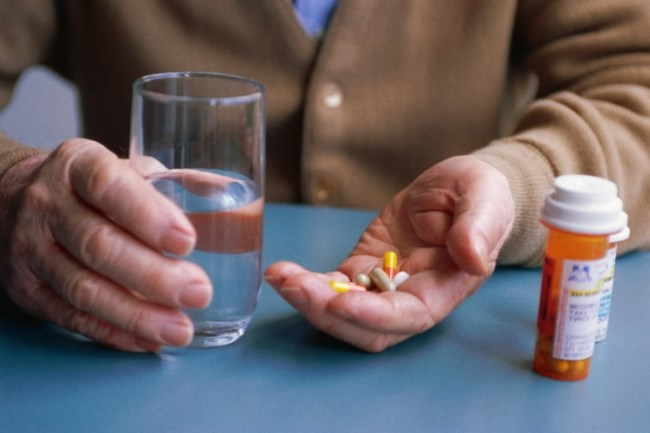 выпить лекарства